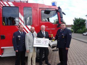 Großzügige Spende für die Feuerwehr